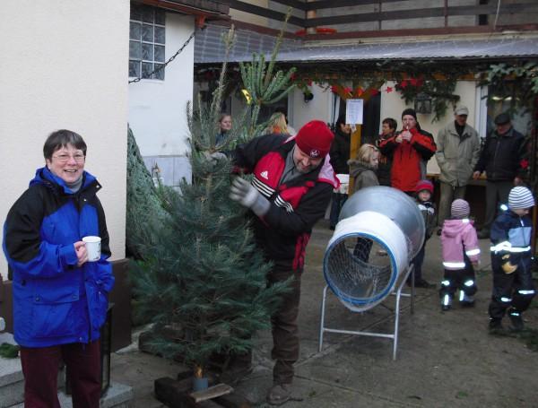 Weihnachtsbaumverkauf im Hof der Familie Schäffner in Weingarten